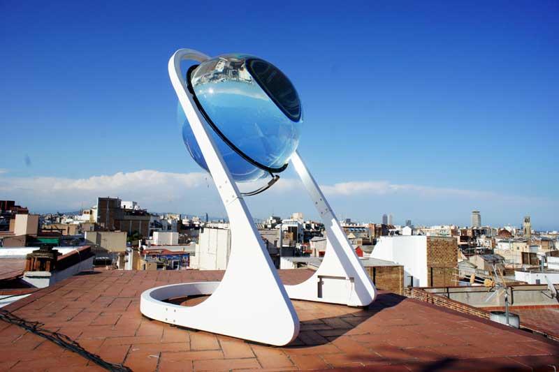 Foto da Rawlemon - Esfera acrílica com água em seu interior